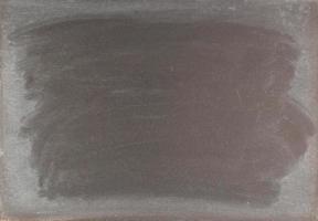 Craie effacée sur un fond de tableau noir