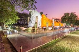 Statue de Bouddha le jour de makha bucha à wat khun inthapramun, thaïlande