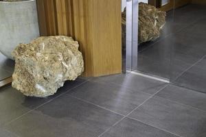 grosse pierre à l'intérieur photo