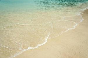 vagues de plage tropicale photo