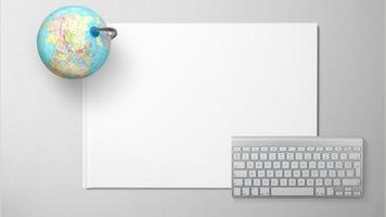 Globe avec clavier d'ordinateur sur papier blanc sur fond isolé