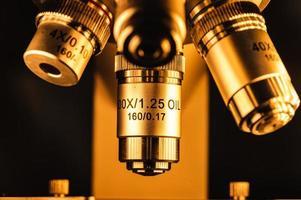lentilles d'un microscope photo