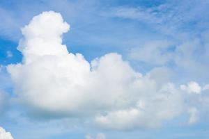 nuage avec un ciel bleu photo