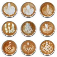 collection de tasses de café latte art sur fond blanc photo
