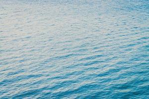 fond de l'eau de l'océan au coucher du soleil photo