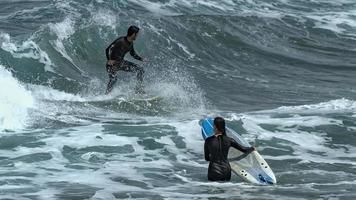 Surf sur la plage de la cicer à las palmas de gran canaria photo