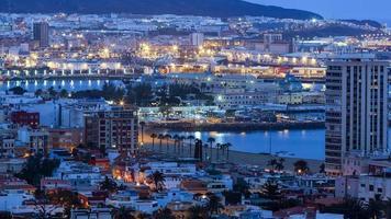 Vue panoramique de la ville de las palmas au coucher du soleil photo
