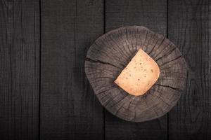 fromage jaune épicé fumé photo