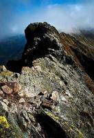 détail d'une crête rocheuse photo