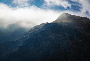 brouillard sur les montagnes photo