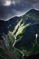 sommet de la montagne avant la tempête photo