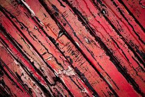 vieux bois peint en rouge
