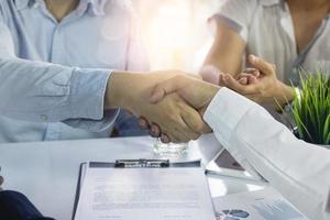 négociation de contrats réussie et coopération en acquisition et fusion