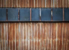 Portail en métal rouillé avec fenêtres photo