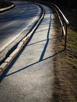 chemin courbe avec trottoir photo
