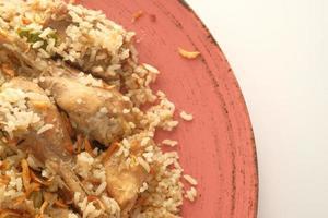 Repas de poulet biryani dans un bol