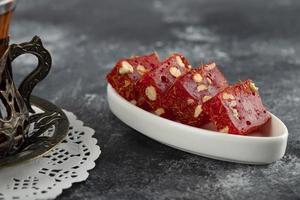 délices turcs sur fond de marbre photo
