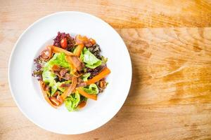 salade de bâtonnet de crabe photo