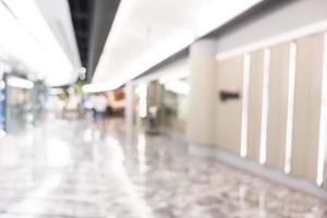 Abstrait intérieur du centre commercial défocalisé pour le fond