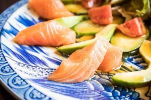 salade d'avocat au saumon