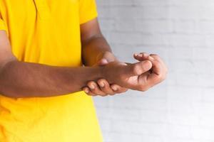 douleur au poignet de près