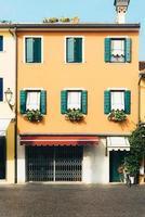 Caorle, Italie 2017- quartier touristique de la vieille ville de province de Caorle en Italie photo