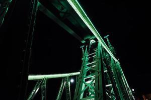 Vieux pont de fer sur le Danube à Budapest