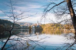 lac de saignement dans les montagnes alpines