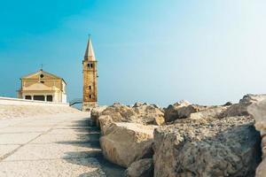 Église de notre dame de l'ange sur la plage de caorle italie