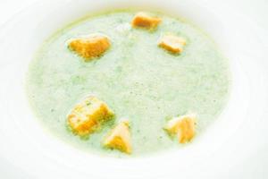 soupe à la crème d'épinards verts