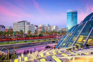 Toits de la ville du centre-ville de San Diego au coucher du soleil