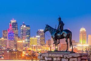 le scout surplombant le centre-ville de Kansas City