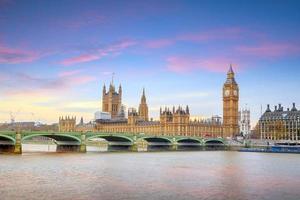 Big Ben et les chambres du Parlement à Londres photo
