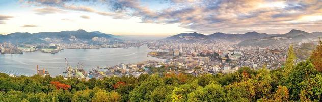 nagasaki ville centre-ville skyline cityscape à kyushu japon photo