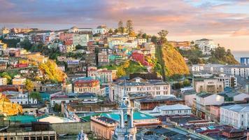 Bâtiments colorés de Valparaiso, Chili photo