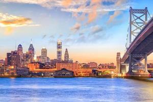 Skyline de Philadelphie au coucher du soleil photo