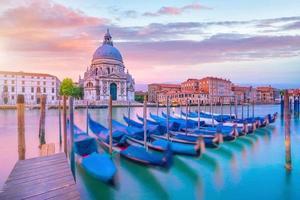 Grand Canal à Venise, Italie avec la Basilique Santa Maria della Salute photo