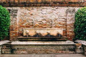 Itinéraires touristiques des vieilles rues de Venise en Italie photo