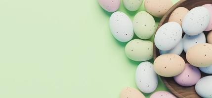 Oeufs de couleur pastel 3D sur fond vert photo