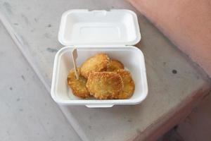 tod man kung ou crêpes aux crevettes en paquet, cuisine thaïlandaise photo