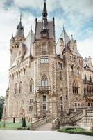 Moszna, Pologne 2017- ancien château polonais dans le village de moszna photo