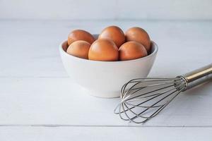 œufs frais pour la cuisson photo