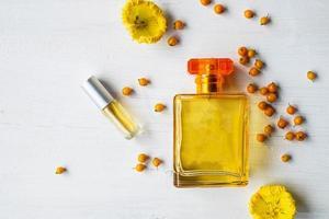bouteille de parfum à plat photo