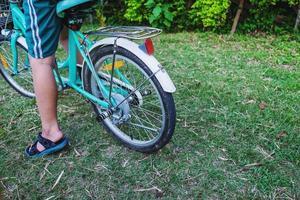 garçon sur un vélo