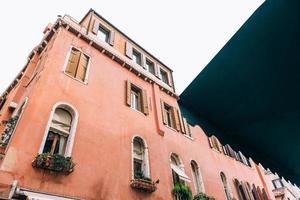 les vieilles rues de Venise en italie photo