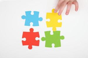 main avec puzzle photo