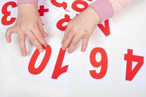 enfants apprenant des nombres photo