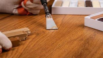 réparer un sol stratifié photo