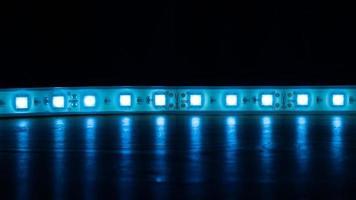 bande lumineuse led bleue photo