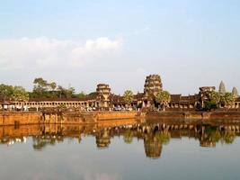 Siem Reap, Cambodge, 2021 - touriste visitant Angkor Wat photo